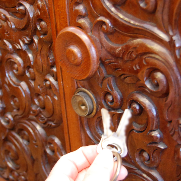 ライティングビューロー インドネシア 鍵