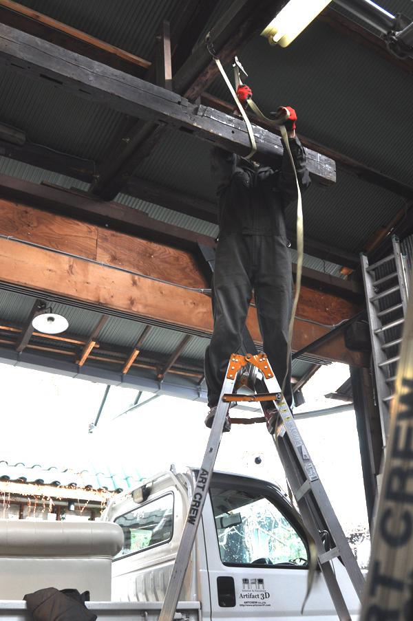 材木吊り上げ 脚立 梁 柱 材木 工房 ガレージ