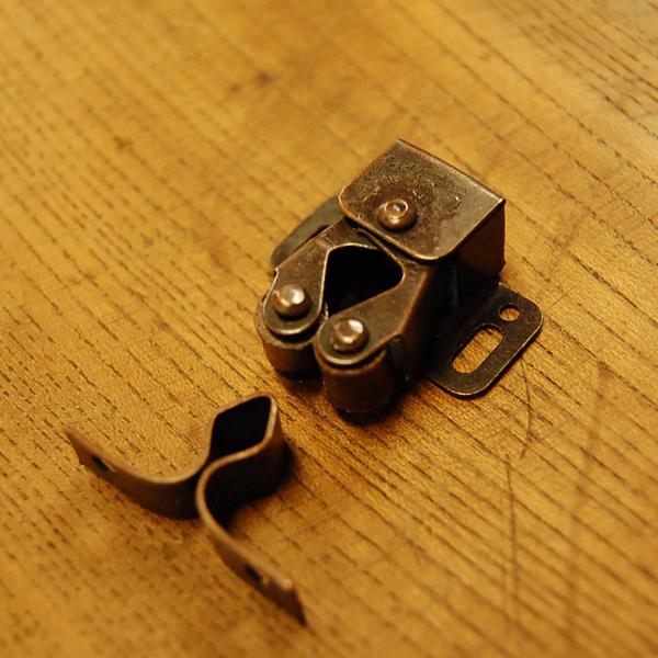 真鍮扉金具 留め金具 ローラーキャッチ ブラス Brass