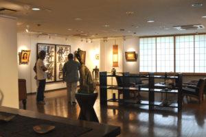 美術館 展示スペース 家具 調度品