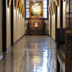 廊下 フランスアンティーク ベンチ ベンチボックス 木彫
