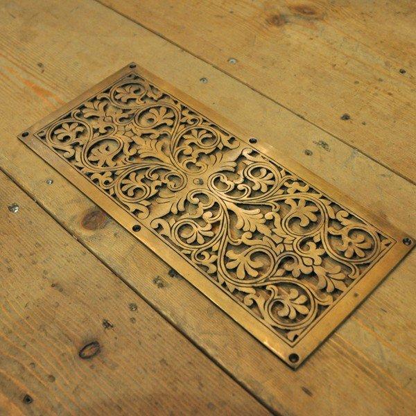 真鍮製プレート 飾り ブラスプレート 唐草 装飾